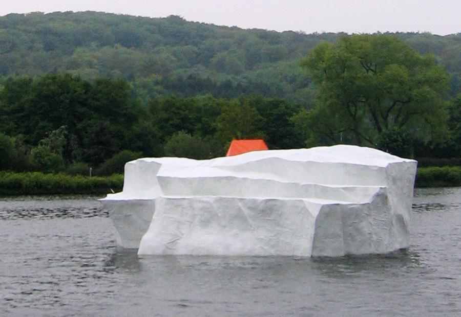 Künstlicher Eisberg aus GFK. Ruhr-Atoll.